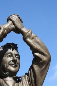 La statua di Brian Clough a Nottingham.